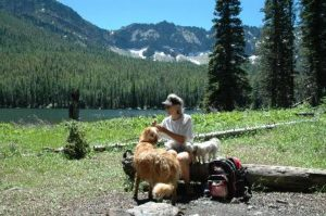 Hiking in Malheur NF - Lunch with dogs at the best restaurant around